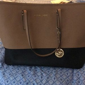Michael Kors Tan and Black Large handbag 👜